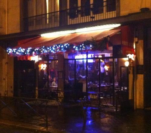 Paris'te, 16. Bölge'deki Les Belles Feuilles adlı lokantanın, Bir Sirk Geçiyor adlı romanda merkezi bir rolü var. Fotoğraf:www.itaste.com