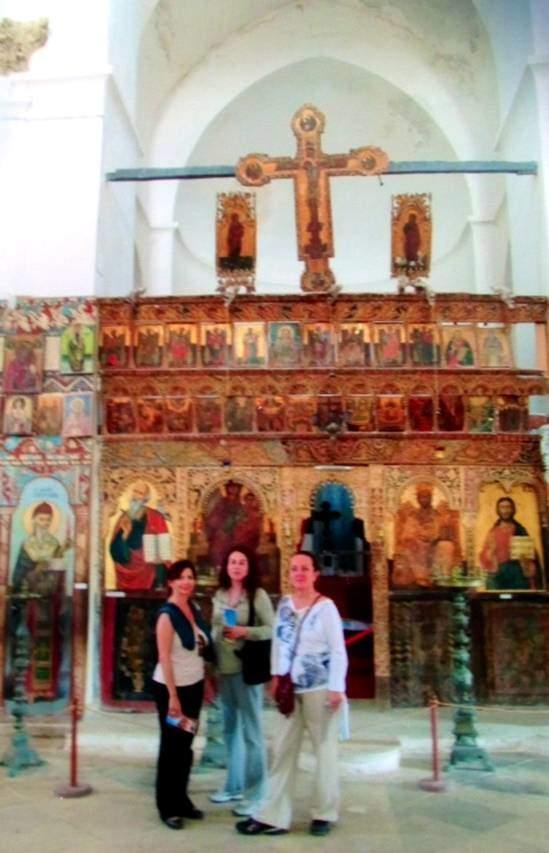 Aziz Barnabas Kilisesi ve Manastırı'nda çok katlı ikonastatis. Gazimagosa, Kıbrıs.