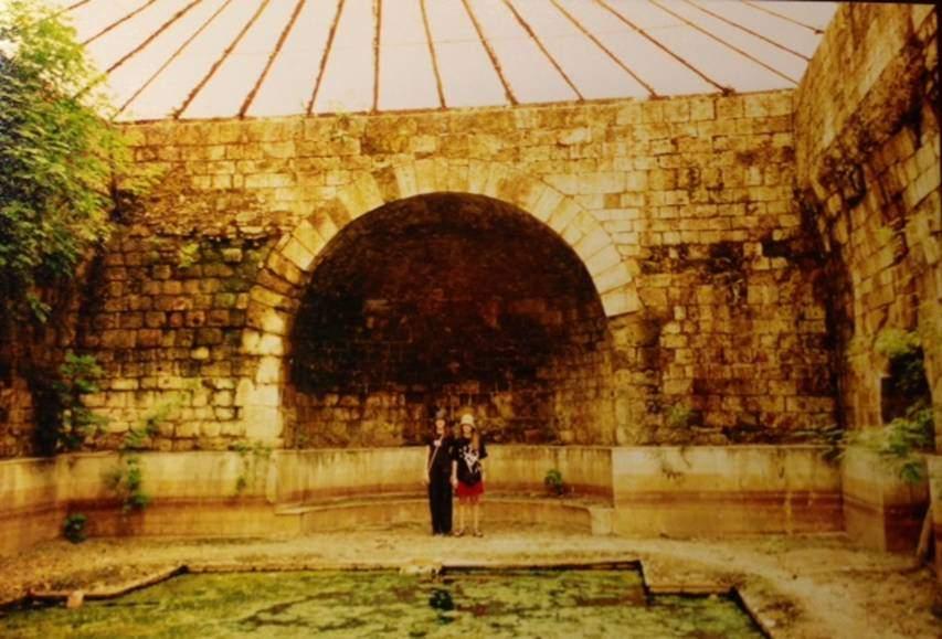 Çok kaliteli ve antik dönemden beri değişmeyen 42-47 derece sıcaklıktaki suyundan sürekli yararlanıldı. Allianoi, on bin metre karelik kullanım alanı ile Anadolu'da şimdiye kadar bilinen en büyük termal yapıydı. Ayrıca, günümüzde bile kullanılabilecek denli çok iyi korunmuş bir merkezdi.