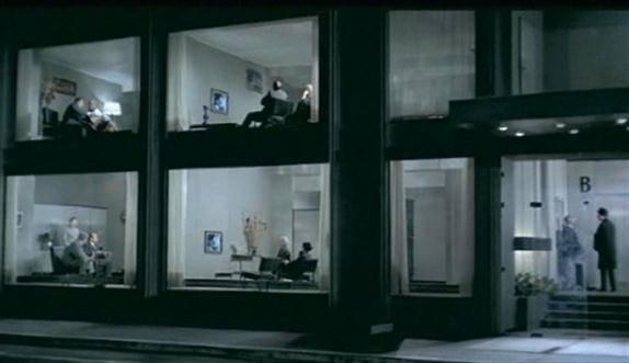 1967 yılı yapımı Oyun Zamanı adlı, Modernizm eleştirisi yaptığı komedide Jacques Tati, Modernizm'in mimariden insanlara, mobilyalardan alışkanlıklara kadar her alanda kendini gösterdiği Paris'i konu alır. Fotoğraf:blog.koraysevindi.com