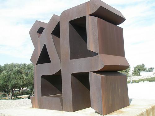 Robert Indiana, Ahava, İbranice Love, 1977. Israel Museum Art Garden, Kudüs. Fotoğraf:www.flicker.com