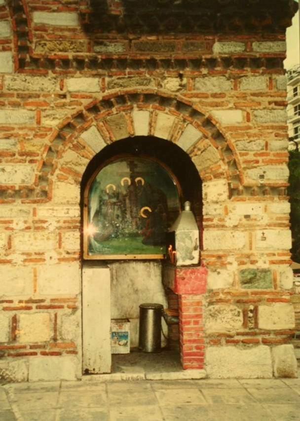 8. yüzyıl yapısı Selanik Aya Sofya'sı avlusundan.