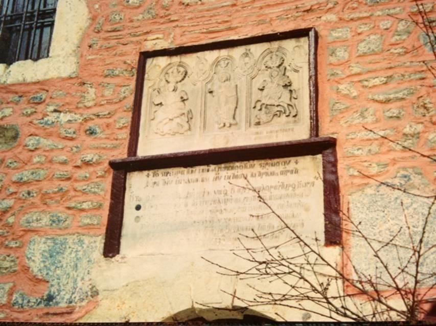 İstanbul'da Fener ile Karagümrük arasında yer alan Ayios Yeoryios Potiras Kilisesi'nin yapım tarihi hakkında kesin bilgi yoktur. Son devir Rum kiliselerinin klasik mimari özelliklerini gösterir. Üç nefli bir bazilika şeklinde olup üzeri kırma çatı ile örtülüdür. Kuzeyindeki Paraklesion ile bitişiktir. Kaba taş ve tuğla karışımı ile inşa edilmiş olup sadece köşelerde düzgün kesme taş kullanılmıştır. Nefleri ayıran sütunlar mermer taklididir.