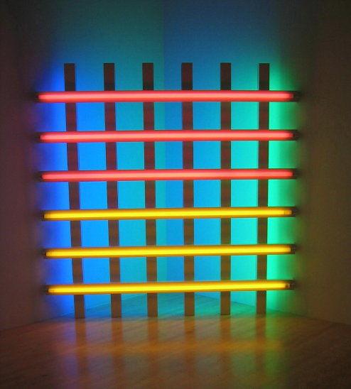 Dan Flavin (1933-1996), eserlerinde farklı boyutlarda ve farklı renklerde neon lambaları kullanmıştır. Bunlarla mekanın sınırlarını belirler, mekanı örgütler ya da mekan içinde görsel bir olgu yaratır. Fotoğraftaki eseri 1961 yılına aittir. Fotoğraf:www.nga.gov