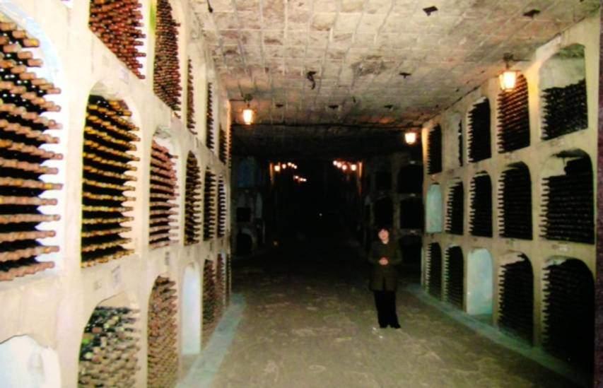 Moldovya'da Mileştii Mici'nin mahzenlerindeki dehlizlerin uzunluğu 55 kilometre. Burası, Guiness Book of Records'a göre, dünyadaki en büyük şarap koleksiyonunu barındırıyor.