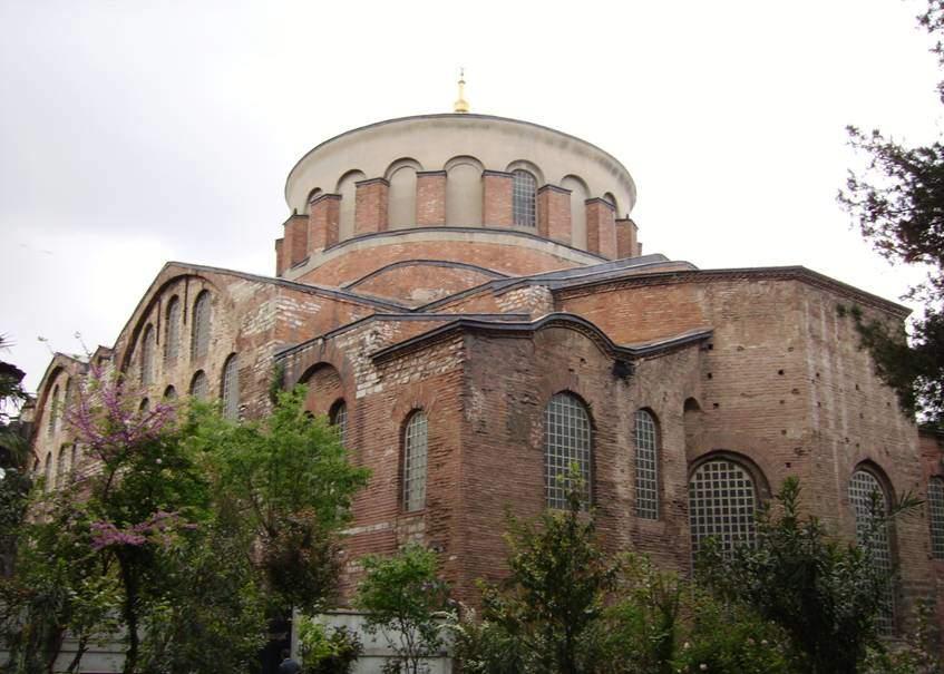 Yapımına 4. yüzyılda başlanmış olan Aya İrini, İstanbul'da bulunan, camiye çevrilmemiş en büyük Bizans kilisesidir. Fotoğraf:tr.wikipedia.com