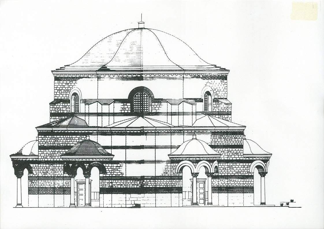 Yine bu dönem kiliselerde naosa birden çok giriş yapılırdı. L. Yazıcıoğlu tarafından yapılan Azize Euphemia Kilisesi'nin restitüsyonu. Fotoğraf:Khalkedon'lu (Kadıköy) Azize Euphemia ve Sultanahmet'teki Kilisesi.