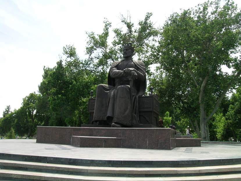 Semerkand'daki heykeli. Fotoğraf: Füsun Kavrakoğlu