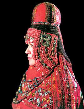 19. yüzyıl Karakalpak kadın mücevherleri ve baş süsleri. Fotoğraf: sanat.orexca.com