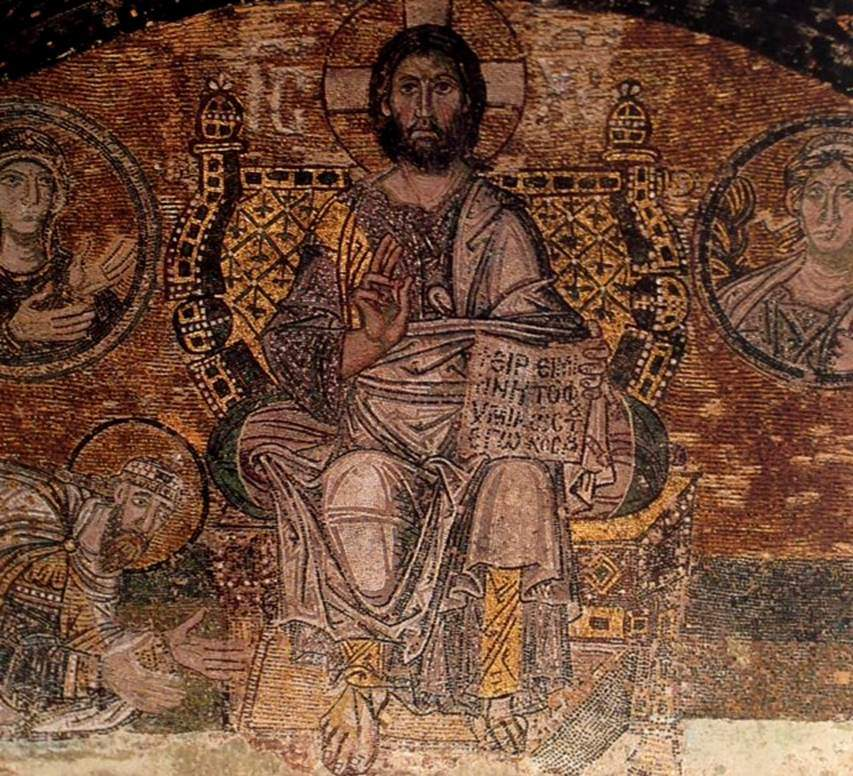 Bazı mozaiklerde İsa altın iplikle dokunmuş giysiler giyer, altın ve mücevherlerle işlenmiş tahtlarda otururdu. Betimlenen tahtların en görkemlisi, İmparator VI. Leo'nun İsa'dan af dilediğini gösteren İstanbul Ayasofya'daki 9. yüzyıl mozaiğindeki arkalıklı olanıdır. Kenarları oval tahtın arkalığının iki ucunda inci dizili altın toplar vardır. Tahtın tamamı altın kaplamadır ve üzeri inci ve zümrütlerle süslenmiş olarak betimlenmiştir. Fotoğraf:P20, Kış 2001.