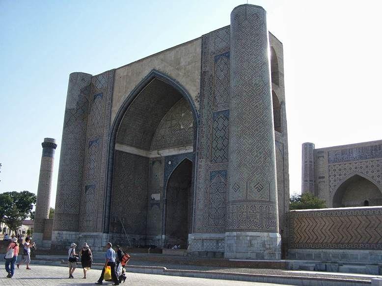 Semerkand'da Bibi Hatun Camii'nin taçkapısı. Fotoğraf: dagakactim.blogspot.com