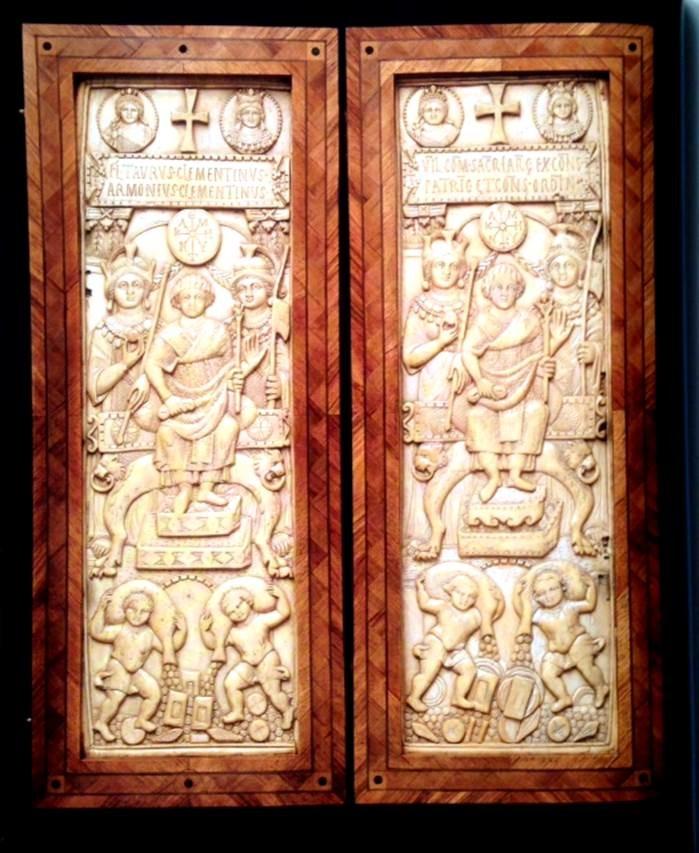 Fildişi diptik (iki parçalı levha), 513, Konstantinopolis. National Museum Liverpool, İngiltere. Fotoğraf: Byzantium, Robin Cormack ve Maria Vasilaki, Royal Academy of Arts, 2008.