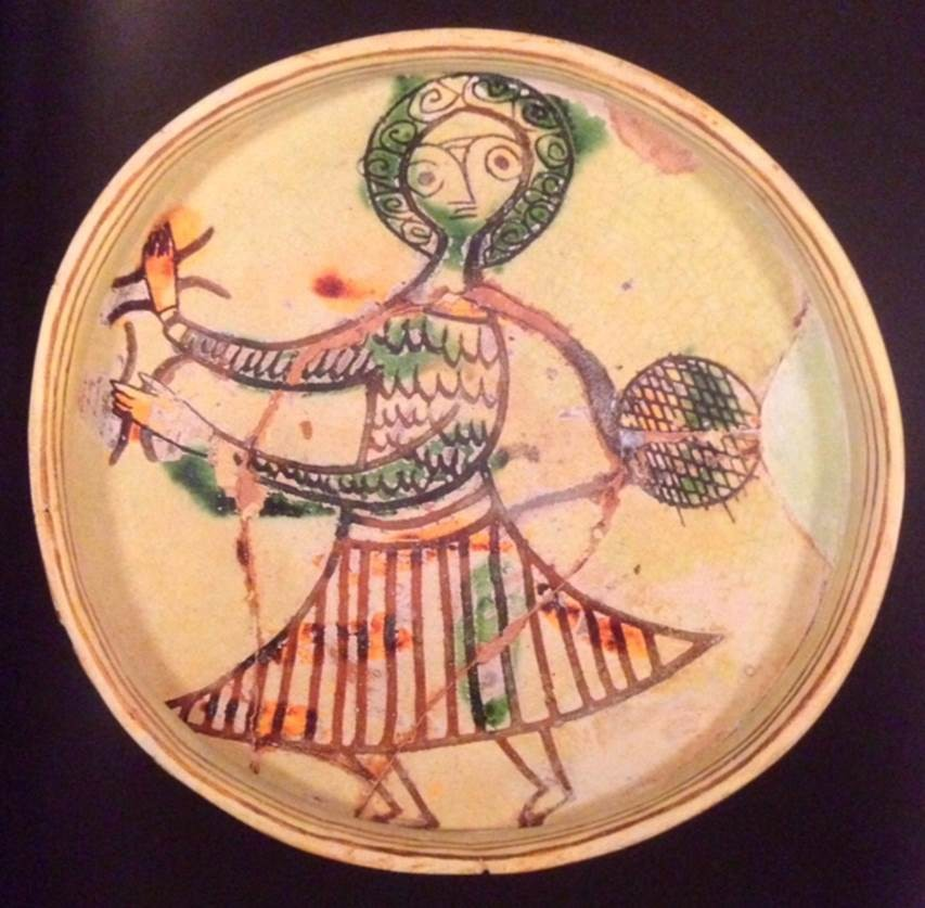 Dansçı desenli sırlı seramik tabak. 13. yüzyılın ilk yarısı, Kıbrıs. Benaki Museum, Atina, Yunanistan. Fotoğraf: Byzantium, Robin Cormack ve Maria Vasilaki, Royal Academy of Arts, 2008.