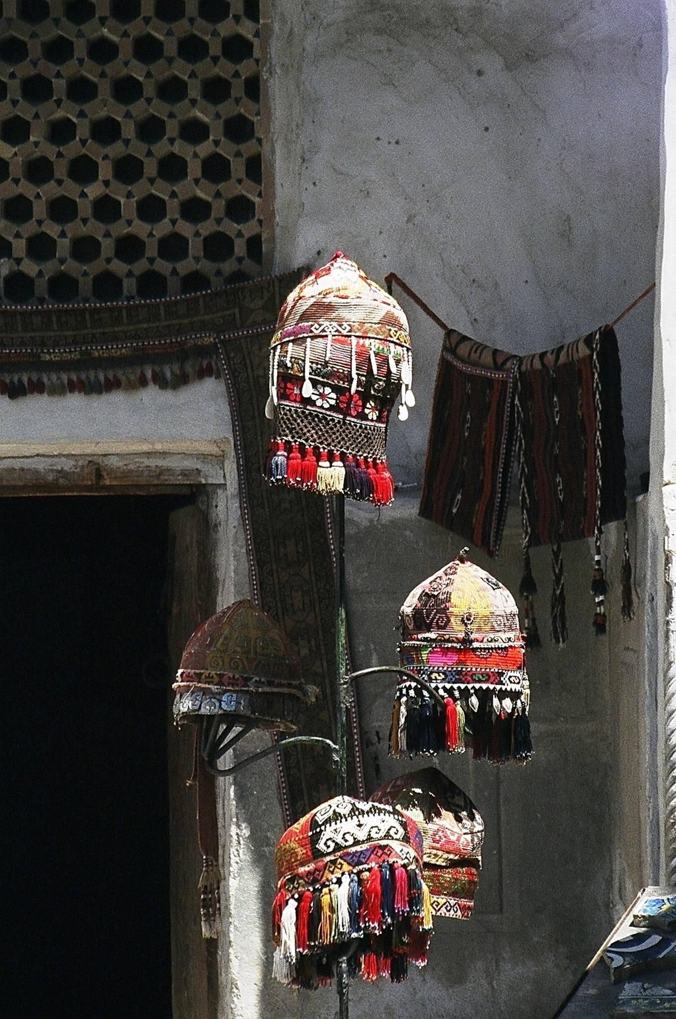 Medreselerin içleri de turistik eşya satış yerleri olarak kullanılıyor. Fotoğraf: Gülüm Ilgaz