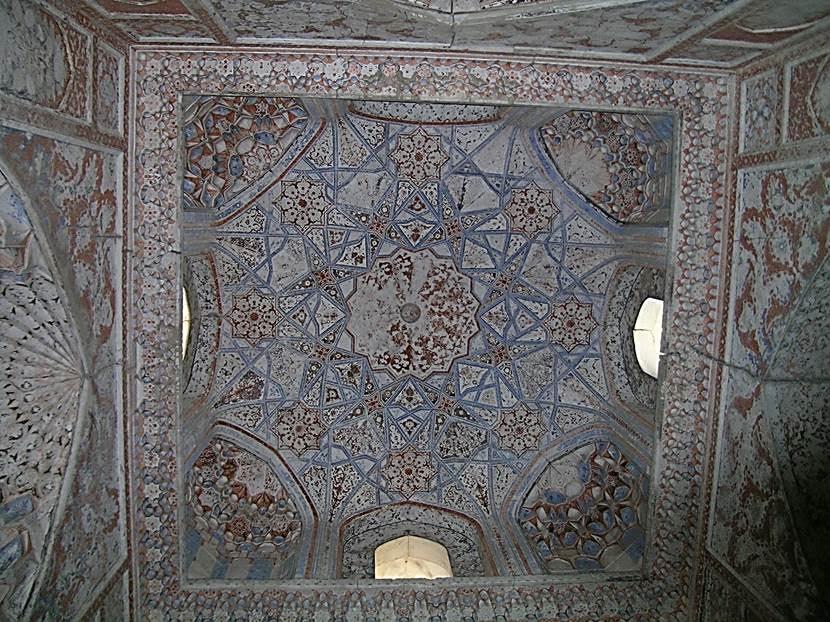 Abdülaziz Han Medresesi'nin tavanı. Fotoğraf: Füsun Kavrakoğlu