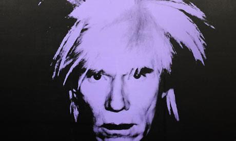 Warhol ölümünden bir yıl önce, kendisinin ürkütücü bulduğu eflatun oto portresini yapmıştı. Günümüzde yılda ortalama 200 Warhol yapıtı el değiştiriyormuş. Fotoğraf: www.theguardian.com