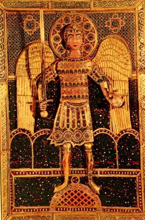 """San Marco'nun hazineleri arasında yer alan 11. yüzyıl yapımı, Bizans altın işleme sanatının inceliğinin bir örneği olan melek ikonasında, melek bir elinde kılıç, diğerinde dünyayı tutmakta; ikonanın arka planında renkli mine işi, inciler ve yakutlarla işlenmiş stilize bir bahçe görülmektedir. """"Dünya kurulduğundan beri hiçbir kentte bu denli büyük bir ganimet ele geçirilmemiştir. Toplananlar kiliselerde bir araya getirildi ve Franklarla Venedikliler arasında pay edildi."""" Villehardouin'li Geoffrey."""