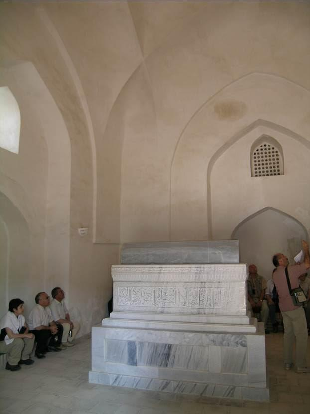 Şahruh ve hocası Şeyh Şemsettin burada birlikte gömülüler. Buraya ayrıca seyitler ile Uluğ Bey'in dört yakını da defnedilmiş. Fotoğraf: Füsun Kavrakoğlu
