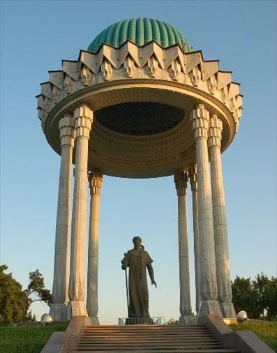 Ali Şir Nevai'nin heykeli, Ali Şir Nevai Parkı, Taşkent. Fotoğraf: blog.milliyet.com.tr