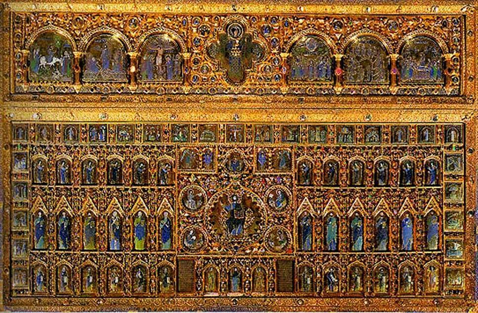 Saraçhane'de yer alan 524-527 yılları arasında yapılmış Aziz Polyektos Kilisesi Latinler şehre girdiklerinde çok görkemli bir yapıydı. Burası tam anlamıyla talan edildi. Sütunlarının pek çoğu Venedik'e, San Marco 'ya, birkaç tanesi ise Barcelona'ya götürüldü. Buradan alındığı düşünülen, Pala d'Oro adlı ünlü eser de San Marco 'da sergilenmektedir. Pala d'Oro'nun yapımı 10-14. Yüzyıllarda devam etmiş, son halini 1342'de almıştır. 250 parça çok ince altın ve mine işlemeli, yapım tekniği Bizans kökenli bu altar perdesi, değerli taşlar ve incilerle de süslenmiştir. En üst bölümdeki plakların ortasında baş melek Mikail, iki yanında İsa'nın hayatından sahneler; alttaki geniş bölümün ortasında ise takdis eden İsa, etrafında dört İncil yazarı, İsa'nın ve San Marco'nun hayatından sahneler yer almaktadır. Bu Ortaçağ şaheserinin Venedik resim sanatı üzerindeki etkisi çok büyük olmuştur.