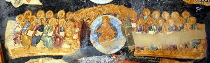 Kariye Müzesi paraklesionu, Deesis sahnesi. Bizanslılar tanrılarına doğrudan ulaşmak yerine, tanrıya daha yakın buldukları ve tanrıya daha kolay ulaşabileceklerine inandıkları  kutsal kişilerin  aracılığı ile ulaşmayı tercih etmişlerdir. Tanrı ile insan arasında aracı olarak görülen bu kutsal kişiler, rahip, piskopos olabileceği gibi özellikle Hıristiyanlığın ilk yüzyıllarında din uğruna ölen azizler (martir), Eski Ahit peygamberleri, baş melekler, melekler ve Tanrı Anası Meryem (Theotokos) olabilmektedir. Öncelikle Tanrı Anası Meryem, Tanrı'ya en yakın insan olarak düşünülmektedir. Meryem'in şapeller, taşınabilir ikonalar, elyazması minyatürlerde ve özel yapıtlarda yer alması, duaları kabul edilen aracı olarak görüldüğündendir. Kariye paraklesionu en üstün arabulucu olan Meryem'e ithaf edilmiştir. Bizanslılar için Meryem'den sonra gelen ikinci önemli arabulucu İsa'nın gelişini bildiren ve onu vaftiz eden Vaftizci Yahya'dır. İsa üzerinde büyük etkiye sahip olduğu düşünülen bu iki kutsal kişi Bizans sanatında Deesis olarak bilinen sahnede yan yana gelirler ve mahşer gününde tüm ölümlüler adına İsa'dan şefaat dilerler.  Son yargı sahnesinde, imparator giysileri içinde, Meryem ve Yahya'nın arkasında duran iki figür, baş melekler Mikhael ve Gabriel'dir. Onlar da Deesis sahnesine katılarak insanlık adına İsa'dan af dilemektedirler. Deesis sözcüğü on dokuzuncu yüzyıldan itibaren kullanılmaya başlanmıştır. En kutsal kişilerin mahşer gününde insanlar adına Tanrı'dan af dilemelerini gösteren Deesis sahneleri çok önemlidir. Fotoğraf: kariye.muze.gov.tr