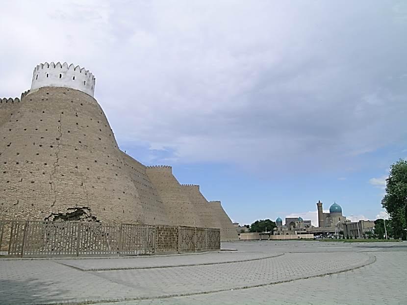 Registan Meydanı'ndan Kalyan Kompleksi'ne bakış. Fotoğraf: Füsun Kavrakoğlu