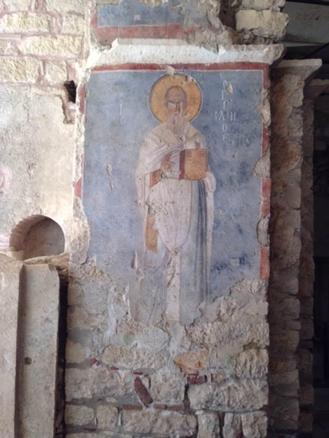 Çocukların ve denizcilerin koruyucusu olduğuna inanılan Demre Piskoposu Aziz Nicolas (Noel Baba) Patara doğumludur. Na'şı, 6. yüzyılda din adamlarını bir araya getiren Sinod'un toplanmasıyla ünlenen ve kutsal bir mekan haline gelen Anadolu'da Myra'da muhafaza edilirdi. 1087 yılında Barili denizciler tarafından buradan alınıp doğum yeri olduğu iddia edilen Bari'ye götürülmüştür. Fotoğraf: Füsun Kavrakoğlu
