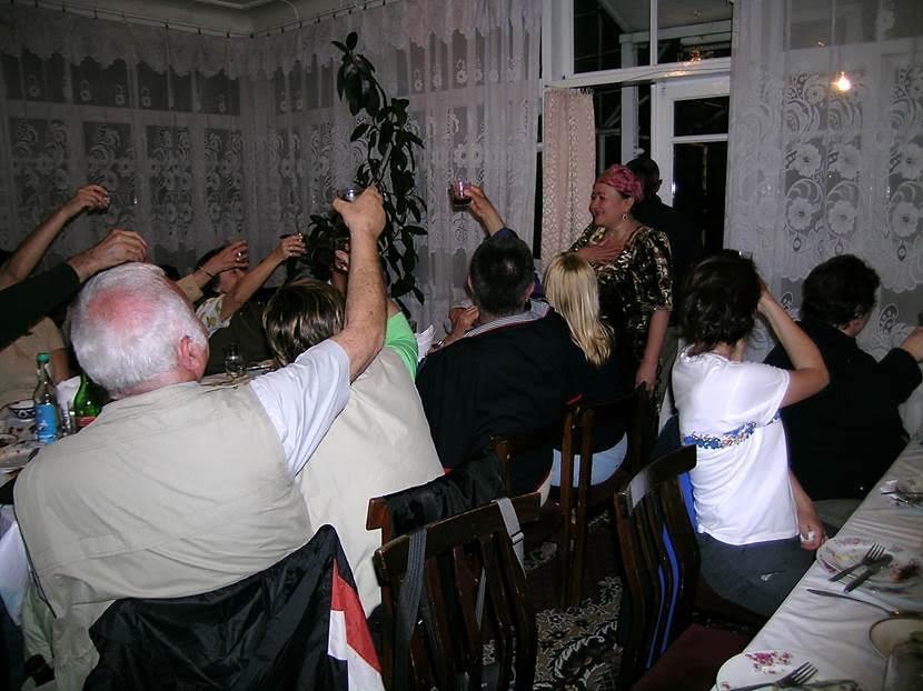 Özbekistan gezimizde pek çok kez evlerde ağırlandık. Hepsinde çok sıcak karşılandık. Tüm ikramlar çok lezzetliydi. Fotoğraf: Füsun Kavrakoğlu