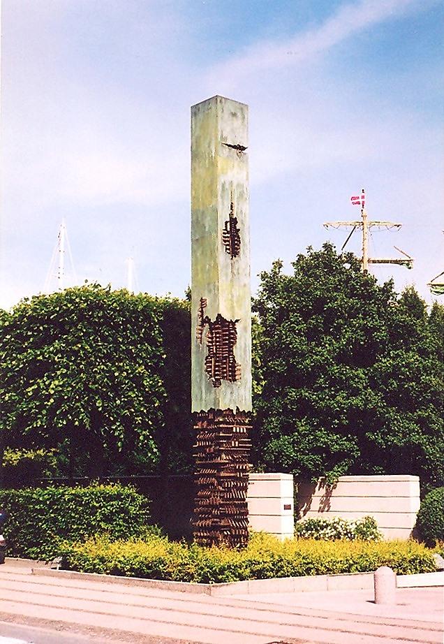 İtalyan heykeltıraş Arnaldo Pomodoro'nun (1926-) 1983 yılında yaptığı bu heykeli, Kopenhag'da Amalienborg Sarayı önündeki Amaliehaven Park'ta yer alıyor. Fotoğraf: Füsun Kavrakoğlu