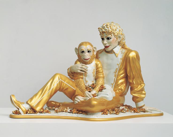 Michael Jackson and Bubbles, Jeff Koons, 1988. Popüler kültür imgelerinden yararlanan Jeff Koons, izleyiciyle iletişim kurmak adına sıradanlık dahil her yola başvurduğunu, herkesin anlayabileceği ve zevk alabileceği türden sanat yapmak istediğini ifade eder. Fotoğraf: www.forbes.com