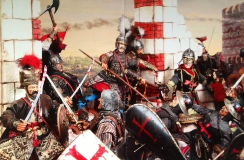 Ağır topların surlara karşı kullanımı, boğaz girişine 1395 yılında, Yıldırım Beyazıt tarafından Cenevizlilerin Karadeniz'e çıkışını kontrol için Boğaz'ın en dar yerine inşa edilmiş Anadolu Hisarı'nın II. Mehmet tarafından güçlendirilmesi ve karşısına Rumeli Hisarı'nın inşa edilerek Hıristiyan ülkelerden gelebilecek takviyelerin önlenmesi ve gemilerin karadan taşınarak Haliç'e indirilmesi ile Ortaçağ bitmiş, Yeni Çağ başlamıştır. Fatih, kadırgalarını Kasım Paşa (Kozluca) Deresi yoluyla Haliç'e indirmiştir. İstanbul'un Fethi Dioraması, Nejat Çuhadaroğlu, Ottomania Yıldız Sarayı Sergisi Kataloğu. 2012.