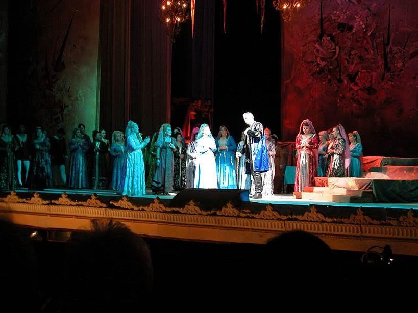 Taşkent opearasında Donizetti'nin Lucia di Lammemmor adlı eserini izledik. Soprano meşhur Muyesser Razakova idi. Fotoğraf: Sevgi Mavi