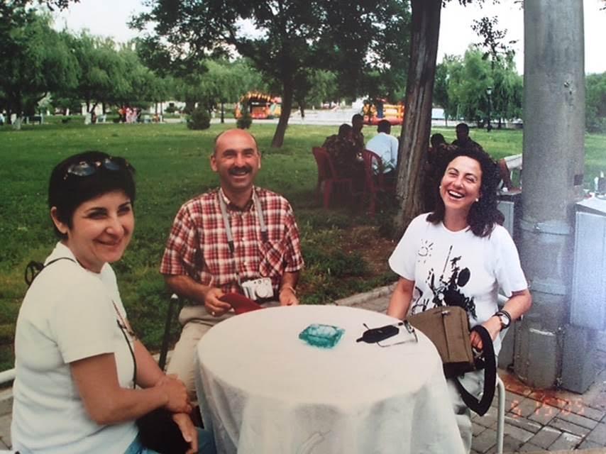 Yalnızca yayaya açık Taşkent Broadway' de dinlendik ve Özbekistan yolculuğumuzu keyifli bir şekilde tamamladık. Huş Kelipsiz diye karşılandığımız Özbekistan'dan Yolunuz ak bolsin diye uğurlandık. Fotoğraf: Şirin Paksoy