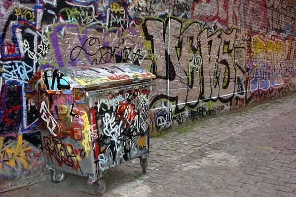 Avrupa'da dışlanan Türkler de Hiphop kültürüne yönelmiş, Grafiti sanatı ile tanışmışlardır. Berlin, Kreuzberg. Fotoğraf: www.prolog-berlin.com