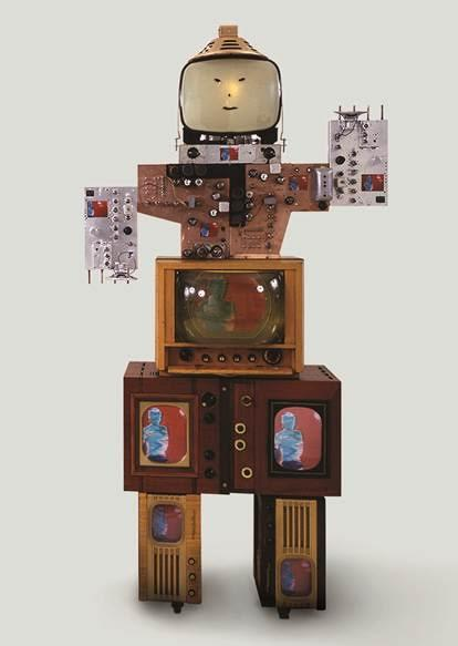 "Robot Aile, ""Amca"", Nam June Paik, 1986, Whitehouse, Berlin. Fotoğraf: www.fact.co.uk"