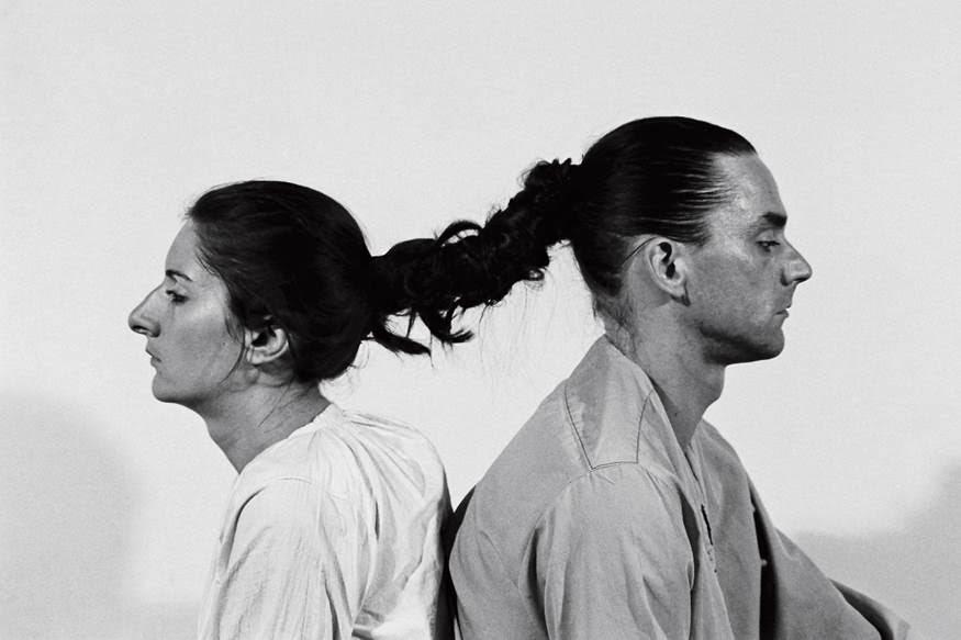 Marina Abramoviç ve Ulay, Saç Yapıtı, 1978. Saç Yapıtı'nda bile, yedi ya da on saatten sonra saçla olan o bağlantı formel olarak vardır, aynı şeyi yapan iki beden vardır ama olayın içinde farklı deneyimler söz konusudur. Fotoğraf:sanatkaravani.com