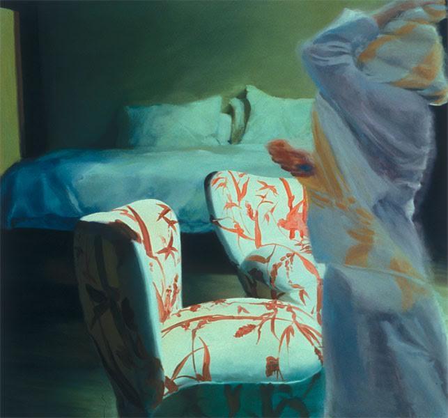 """The Bed, the Chair, Crossing, Eric Fischl, 2000. Yukarıdaki tablosunda yer alan koltukları pek çok resminde kullanan, özellikle Max Beckmann'ın resimlerinden etkilendiğini belirten Fischl, Amerikan banliyösündeki kültürel yapıyı ve gündelik yaşamı ele almıştır. Bazı resimlerinde ensest, röntgencilik, ilk gençlik döneminde cinsellik gibi konuları işlemiştir. Fotografik bir üslup kullandığı resimlerinde derin bir yalnızlık duygusu hakimdir. Bu yüzden, """"Çağdaş Edward Hopper"""" olarak anılmıştır. Kenar mahalle yaşamının hüzün verici yanları; içtenlik ve cinsellik yüklü ve çoğunluğu çıplak figürleri izleyiciyi tedirgin eder. Renk ve fırça tekniği başarılıdır. Benzer özellikler Fransız ressam Balthus' un 1930'larda yaptığı klostrofobik iç mekanlarında, erotik genç kadın resimlerinde ve İngiliz sanatçı David Hockney'in 1960'ların sonlarında yaptığı ikili portrelerinde de görülmektedir. Eric Fischl Sanat ve Edebiyat Akademisi ile Amerikan Sanat ve Bilim Akademisi'nin de bir üyesidir. Fotoğraf:www.tarihnotlari.com"""