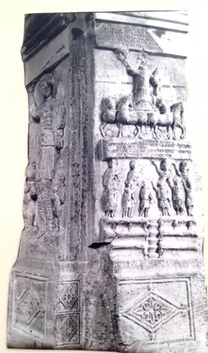 Heykeli dikilen araba yarışçıları olmuştur, bunların en ünlüsü Porphyrios'tur. Yaklaşık 480 yıllarında doğan, Afrika kökenli bu ünlü yarışçı, İmparator Anastasius zamanında (491-518) Konstantinopolis'e getirilerek eğitilir. Zaman zaman hem Maviler hem de Yeşiller adına yarışmıştır. Kaynaklara göre Spina üzerine yedi heykeli dikilir. 60-70 yaşına kadar yarıştığı, 545 yıllarında öldüğü sanılıyor. Porphyrios'un tunç heykellerinin kaidelerinden ikisi İstanbul Arkeoloji Müzeleri'ndedir. Anıt-kaideler üzerinde Porphyrios'un zaferlerini konu alan sahneler işlenmiştir.