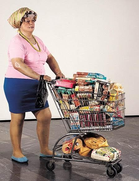 Supermarket Shopper, Duane Hanson, 1970. Hanson, Amerikan toplumunun tipik insanlarını gerçek büyüklükte çalışmıştır. Fotoğraf:theredlist.com