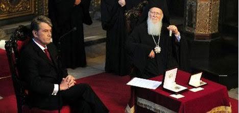 Yuşçenko, Bağımsız Birleşik Ukrayna Kilisesi'nin kurulmasının milletin kendi kaderini tayin etmesinin, kimliğinin ve bütünlüğünün sağlamlaşmasının en önemli faktörlerinden biri olduğunu 2008 yılında gerçekleştirdiği Fener ziyaretinin hemen sonrasında belirtince, Yuşçenko'nun Patrik Bartholomeos'tan destek almış olduğu düşünüldü. Akabinde Moskova Patriği Aleksey II, Ukrayna Ortodoks Kilisesi'nin ayrılmasına izin vermeyeceğini belirtti. Fotoğraf:www.turizminsesi.com