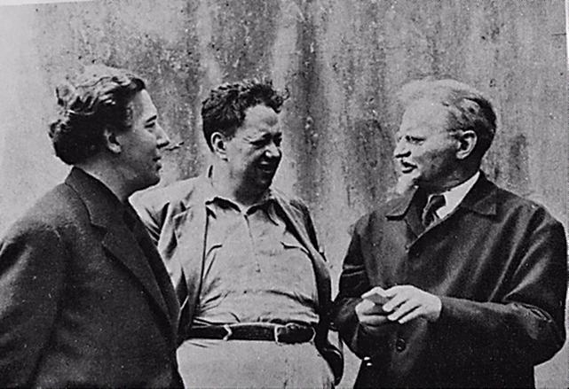 André Breton, Diego Rivera ve Troçki, 1938. Sürrealizm'in kuramcılarından Breton, Fransa Dışişleri Bakanlığı tarafından Meksiko Kenti'ne konferans vermek için yollanmıştı. Fotoğraf: Diego Rivera, Founders Society Detroit Institute of Arts, 1986.