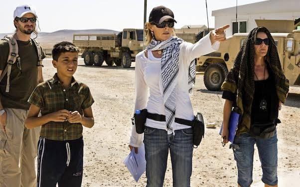 Oscar Ödülü getiren The Hurt Locker filmi ABD'de CIA'in gizli bilgileri film yapımcılarına sızdırdığı konusunda tartışma yaratmıştı. Kathryn Bigelow filmin çekiminde. Fotoğraf: cuarts.wordpress.com