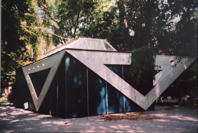 Venedik Bienali'ndeki Finlandiya Pavyonu Alvar Aalto'nun (1898-1976) tasarımı. Bina, Uluslararası Modernizm tarzında prefabrik bir yapı. Fotoğraf: Füsun Kavrakoğlu
