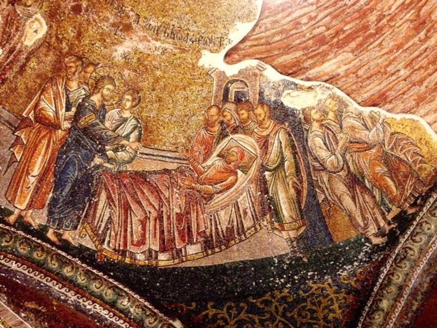 Dış nartekste yer alan Capernaum'lu bir felçlinin İsa tarafından iyileştirilmesini tasvir eden mozaik tablo.