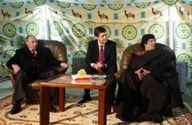Kaddafi'nin çadırı meşhurdu. Libya'ya gelen önemli konuklarını keçi kılından yapılma çadırında ağırladığı gibi, gittiği yabancı ülkelerde de çadırını kurardı. Fotoğraf: www.ntv.com.tr