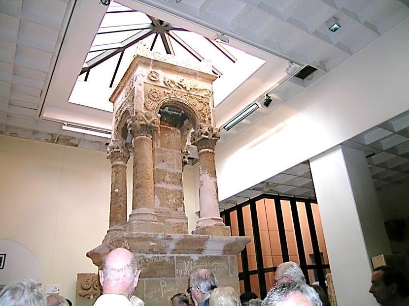 MS 4. yüzyıla tarihlenen, çöldeki bir yerleşim yeri olan Girza'dan getirilmiş bir Roma anıt mezarı. Fotoğraf: Füsun Kavrakoğlu