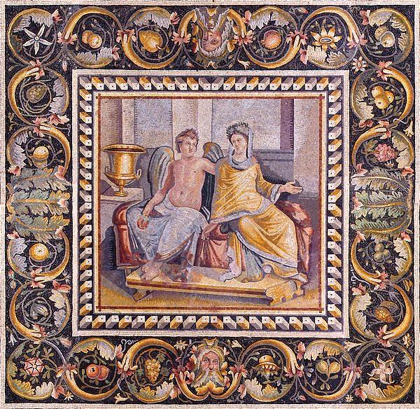 Poseidon Villası dinlenme odasının taban mozaiği olan Eros (aşk) ile Psykhe (ruh) tablosunda, merkezi panonun çevresi bitki desenli geniş bir bant ile çevrilmiştir. Bandın içinde kenger yaprakları ve zambakların arasında üzüm, incir, elma, armut, erik, çam kozalağı ve narlarla yapılmış bir düzenleme vardır. Alt ve üst sıranın ortasında bıyıklı ve sakallı Bereket Maskları yer almaktadır. Mozaik taban, MS 2. yüzyıl sonuna tarihlenmektedir. Zeugma Gaziantep Müzesi. Fotoğraf: Abdullah Kocapınar, twitter.com