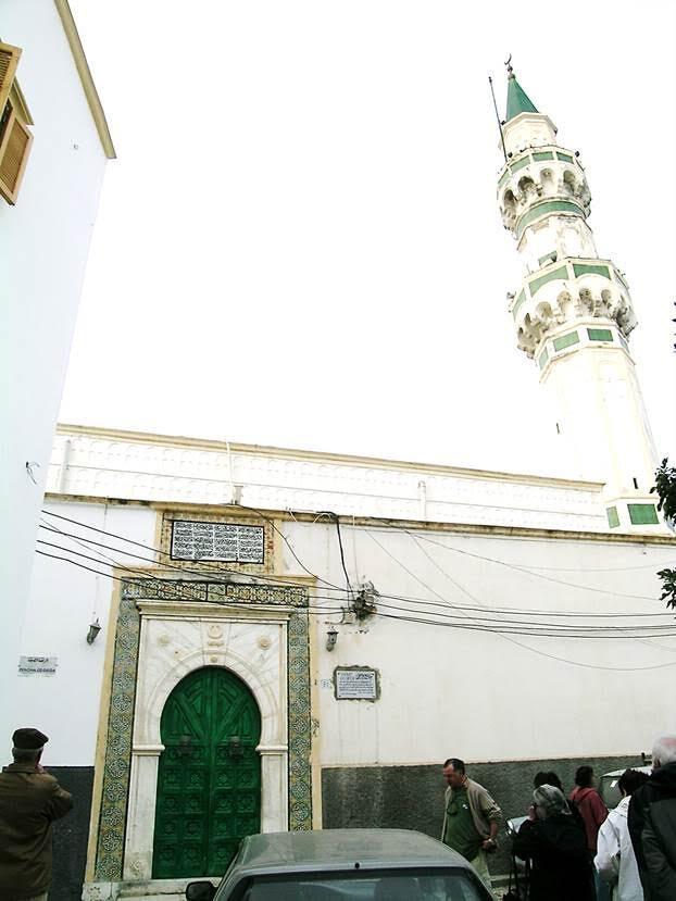 Gürcü Camii, bir Osmanlı dönemi camisi, yapım yılı 1833. Trablus'ta donanmadan sorumlu bir Kafkasyalı olan Mustafa Gürcü tarafından yaptırılmış. İki şerefeli, sekizgen minaresi ile eski şehrin en yüksek minaresine sahip. Fotoğraf: Füsun Kavrakoğlu