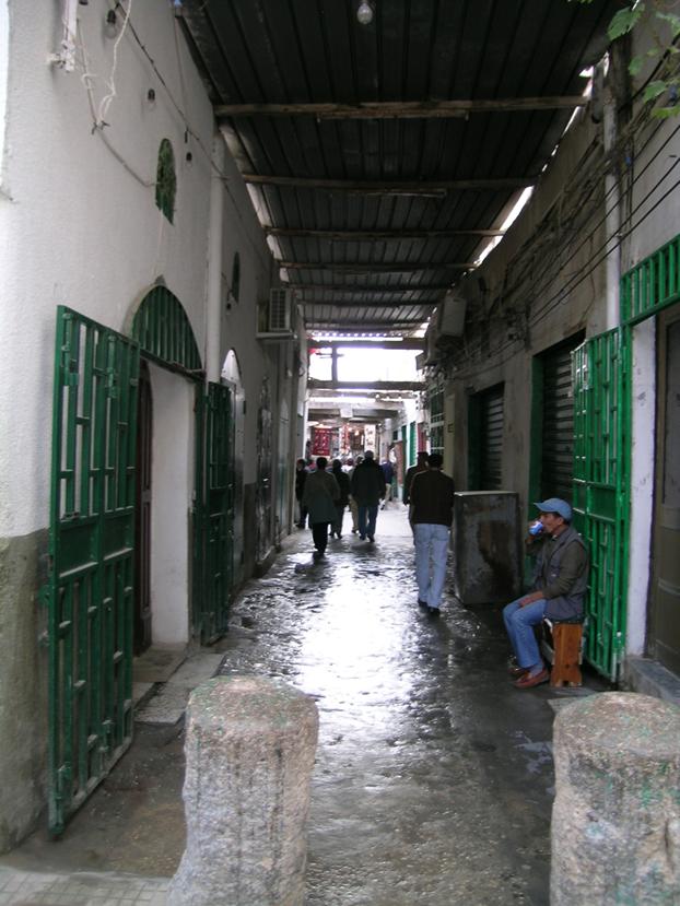 Şehirde çeşitli çarşılar var. Souk el-Müşir, Souk el-Truk gibi. 1699 yılında oluşmuş Türk Çarşısı. Şehrin en eski oteli de Türk Mahallesi'ndedir. Fotoğraf: Füsun Kavrakoğlu