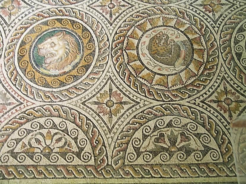 Pön Müzesi mozaiklerinden iki örnek. Fotoğraflar: Füsun Kavrakoğlu